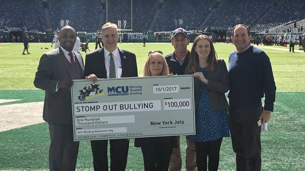 stompoutbullying-nyjets-mcu-10-01-2017.jpg
